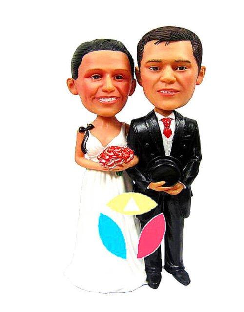 Arm and arm wedding custom bobbleheads